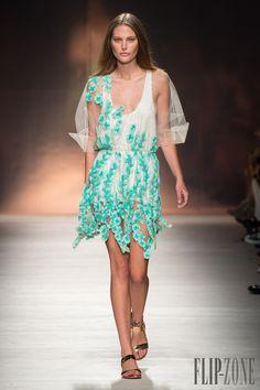 Blumarine Primavera-Verão 2015 - Prêt-à-porter - http://pt.flip-zone.com/fashion/ready-to-wear/fashion-houses-42/blumarine-4978