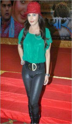 rakhi sawant wardrobe malfunction