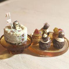 横顔が好きなのです #ミニチュアフード#ミニチュア#ドールハウス#ハンドメイド#食品サンプル#カップケーキ#樹脂粘土#粘土#ネイキッドケーキ#miniaturefood #miniature#dollhouse #polymerclay #clay #handmade #cupcakes #nakedcake