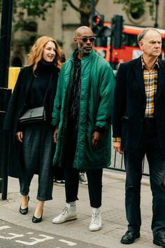 See What the World's Most Stylish Men Wore to the Coolest Women's Fashion Shows - - Dan Roberts snapped the best men's street style from the just-wrapped women's wear Spring 2018 season. Basic Fashion, Stylish Mens Fashion, Best Mens Fashion, Black Women Fashion, Women's Fashion, Fashion Styles, Fashion Photo, Fashion Rings, Urban Fashion Girls