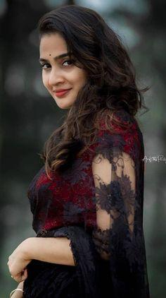 Beautiful Girl Indian, Beautiful Saree, Beautiful Indian Actress, Beautiful Women, Indian Beauty Saree, Indian Actresses, Sexy Bikini, Desi, Glamour