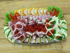 obložená mísa, www.cukrovi-kuncovi.cz , šunka, různé druhy sýrů, salám, anglická slanina, hovězí kýta, moravské uzené, zelenína a mnohé další druhy dobrot vhodných pro Vaše oslavy můžete mít od Kuncovi, Brno - Maloměřice, Hádecká 8 www.cukrovi-kuncovi.cz/studena-kuchyne/oblozene-misy Pasta Salad, Ethnic Recipes, Finger Food, Crab Pasta Salad