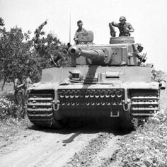 Tiger I front on crew out #worldwar2 #tanks