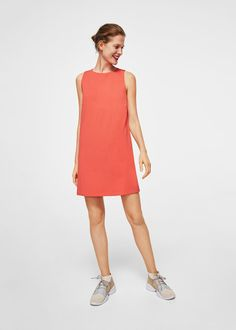 Straight design Rounded neck Sleeveless Teardrop fastening at back