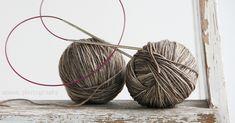 Lupasin tehdä kuvallisen ohjeen miten tehdään kaksi sukkaa kerralla, varpaista varteen, yhdellä pyöröpuikolla. Tavan jolla suk... Incense, Coconut, Knitting, Tricot, Breien, Stricken, Weaving, Knits, Crocheting