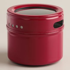 With a secure lid and a strong magnetic backing, our Red Magnetic Spice Storage Tin stores essentials safely on any metal surface. Fill it with tea and spices to stick on the fridge and save space in the kitchen, or keep paperclips, tacks and other supplies organized in the office.