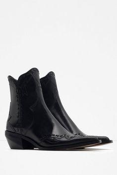 Santiags noires de Zara : Une rentrée du bon pied avec les nouveautés Zara - Journal des Femmes