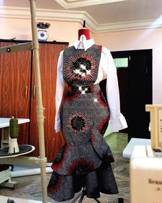 Trendy, Stylish, and Head-Turning Ankara Styles African Fashion Ankara, Latest African Fashion Dresses, African Print Fashion, Africa Fashion, Trendy Ankara Styles, Ankara Dress Styles, Ankara Gowns, Short African Dresses, African Print Dresses