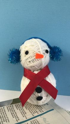 Red Ted ARt's Recycled Yarn Wrapped Snowman! Can you believe that you start off with a sheet of newspaper to make thsi adorable Snowman? Love 3d Yarn Wrapped Ornaments and decorations, find out more now!