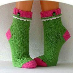 Knit Socks, Knitting Socks, Mittens, Diy Projects, Fashion, Hosiery, Socks, Dots, Bebe