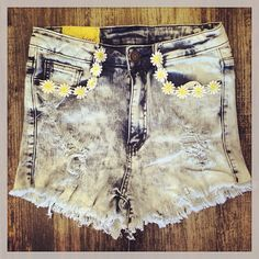 High waisted daisy shorts perfect for summer from Eve Marie's!