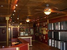 Discover ideas about tattoo salon Tattoo Studio, Tattoo Salon, Studio Layout, Shop Layout, Shop Interior Design, Modern Interior, Tattoo Shop Decor, Barber Shop Decor, Modern Couch