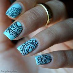 The soothing beauty of the mandala nails Fabulous Nails, Gorgeous Nails, Pretty Nails, Beautiful Nail Art, Beautiful Nail Designs, Hot Nails, Hair And Nails, Nail Art Mandala, Henna Nails