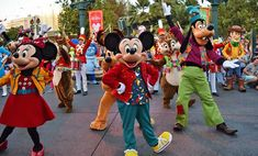Hoppin' good guide to Disney's Festival of Holidays - by Undercover Tourist. #mickey #disney