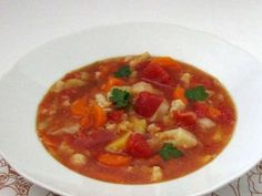 Letný zeleninový boršč • Recept | svetvomne.sk Thai Red Curry, Ethnic Recipes, Food, Essen, Meals, Yemek, Eten