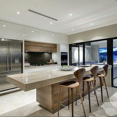 11 Feng Shui Tips for Beautiful, Modern Kitchens Kitchen Backsplash Designs, Beautiful Kitchens, House Design, Contemporary House Design, Home, Contemporary Kitchen Design, Contemporary Kitchen, Kitchen Island Design, Modern Farmhouse Kitchens