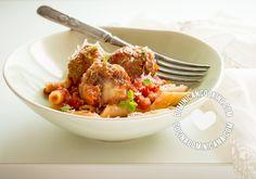 Pasta c. Albóndigas Rellenas de Mozzarella y Salsa de Tomate