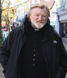 Brendan Gleeson, Rain Jacket, Windbreaker, Raincoat, Jackets, Men, Fashion, Down Jackets, Moda