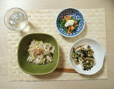 2014/11/25 白菜と豚バラの梅おかか炒め、豆腐のキュウリナス醤油漬け、人参とインゲンのゴママヨづけ。昨夜は「この時間から白米はヤバイ」という付け焼き刃知識によって白米が消滅。梅おかか炒めは、豚肉の油の甘みと梅おかかダレのさっぱりした酸味の相性が絶妙で、エノキと白菜が美味しく食べられました。