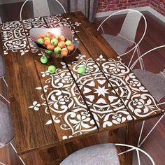 #mulpix Inspiração original e divertida para dar um #refresh na mesa da casa de #praia . Um tampo de vidro protege bem o adesivo #nasuaparede #amamos #beautiful #adoro #criativo #decor #design #detalhe #decoracao #ideias #instagood #inspiração #ilikeit #loveit #love #perfeito #casa #top #decorei #decorando