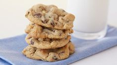 Pilsbury Chocolate Chip Cookie Recipe- Add these nutty chocolate chip cookies to your dessert table - ready in 20 minutes. Skillet Chocolate Chip Cookie, Chocolate Cookies, Chocolate Recipes, Chocolate Lovers, Skillet Cookie, Homemade Chocolate, Cookie Recipes From Scratch, Best Cookie Recipes