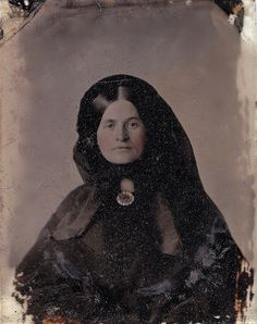 Woman in Mourning wearing a Gold (!) Hair Memorial Brooch, 1/9th-Plate Ambrotype, circa 1857
