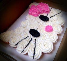 Hello Kitty Cake using cupcakes! Hello Kitty Cupcakes, Cat Cupcakes, Fondant Cupcakes, Ladybug Cupcakes, Snowman Cupcakes, Birthday Cupcakes, Pull Apart Cupcake Cake, Pull Apart Cake, Kitty Party