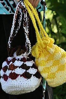 Crochet Purse. Maybe crochet this for my sister since its bigger. She likes these bags.