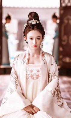Hanfu, Traditional Fashion, Traditional Dresses, China Girl, Chinese Clothing, Fantasy Dress, Oriental Fashion, Chinese Actress, Fantasy