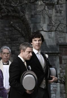 JohnLock they are getting married < oh my god, I just almost died when I saw this! AHHHHHHHHHHHHH! Johnlock!