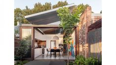 A Cascading, Compact Garden That Envelopes Its Newtown Home Australian Architecture, Australian Homes, Most Beautiful Gardens, Beautiful Homes, Roof Garden Plants, Floating Garden, Internal Courtyard, Melbourne House, Architecture Awards