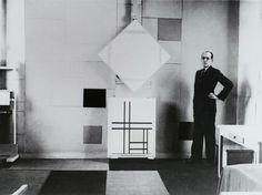 Piet Mondrian en la Galerie Denise Reneé, the first Gallery who show this great artist in Paris.