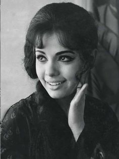 Mumtaz is an actress of Hindi Cinema who appeared in a number of Hindi movies. Mumtaz started as a child actor, and she worked as an extra junior artiste in 6 films in Indian Celebrities, Bollywood Celebrities, Bollywood Actress, Bollywood Heroine, Indian Actresses, Actors & Actresses, Good Comebacks, Vintage Bollywood, Bollywood Stars