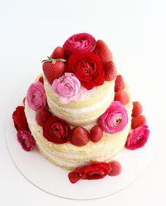 Veja receitas de naked cake, conheça dicas de decoração e veja fotos para inspirar a criação do seu bolo pelado em casa.