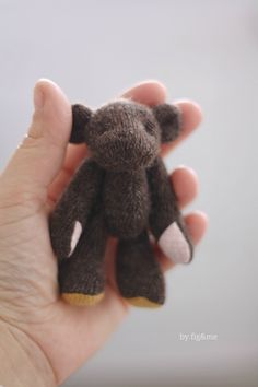 Mr Wool on the palm of my hand, by Fig&me