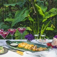 A colourful menu inspired by a garden lunch Saint Petersburg Style! Lunch Menu, Saint Petersburg, Saints, Table Decorations, Inspired, Garden, Recipes, Style, Swag