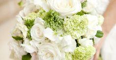 Wesley + Lansing // Neutral Southern Wedding at Oldfield Plantation All White Wedding, White Wedding Bouquets, Wedding Flowers, Cream Roses, Hair Comb Wedding, Southern Weddings, Wedding Favors, Wedding Bride, Wedding Ideas