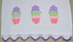 Pano de Prato com Patch Apliquê Flores e barrado em crochê.