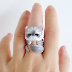 Mary Lou Grey Persian Cat Trio Ring Set A set of three : Persian head . tail // Material: Brass + enamel (the outer layer of enamel is grilled , not a Cat Jewelry, Animal Jewelry, Kawaii Jewelry, Orange Persian Cat, Super Cute Cats, Kitten Care, Cat Ring, Animal Rings, Ring Set