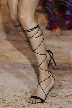 Zuhair Murad at Couture Spring 2020 - Details Runway Photos Fashion Week, Runway Fashion, High Fashion, Edgy Shoes, Runway Shoes, Kendall Jenner Outfits, Victoria Dress, Lace Up Sandals, Zuhair Murad