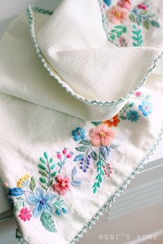 꽃 수 가득 트레이 커버 가장자리는 심플한 레이스 뜨개로 했어요실은 참 맘에 드는데 실이 넘 가늘어서 뭘...