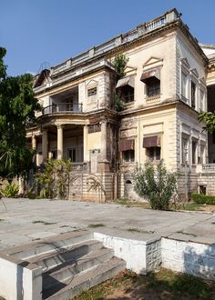 Abandoned British Residence in Hyderabad, India Colonial Architecture, Architecture Details, Interior Architecture, Interior And Exterior, Interior Ideas, Interior Design, Abandoned Mansions, Abandoned Buildings, Abandoned Places