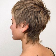 Trendy Very Short Haircuts for Women will be in 2020 women hair trends. In Hollywood, Angelina Jolie and Christine Stewart had used this hair style. Short Shag Hairstyles, Very Short Haircuts, Modern Haircuts, Cool Hairstyles, Mullet Haircut, Mullet Hairstyle, Punk Pixie Haircut, Short Hair Designs, Short Hair Styles
