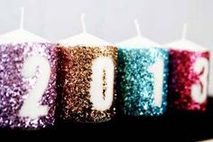 Glitter New Years Candles Decoration: Add a little glitter to your New Year's festivities with this fun candle craft. Whether you are hosting a New Year's Eve dinner or a full blown party, these candles will add some sparkle to your décor. New Year's Eve Celebrations, New Year Celebration, New Years Eve Party Ideas Decorations, Holiday Fun, Christmas Crafts, Christmas Garlands, Xmas, Cozy Christmas, New Year Diy