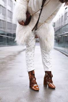 www.fashiioncarpet.com winter cozy fake fur coat pearl denim and chloé drew bag