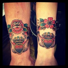 heart-with-a-crown-traditional-tattoo-on-hands-998.jpg (500×500)