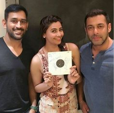 Check out - #SalmanKhan, #MSDhoni and #DaisyShah spotted together