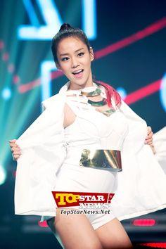 KARA's Han Seung Yeon, 'comes back with more maturity,' MBC MUSIC Show Champion Live Scene [KPOP]