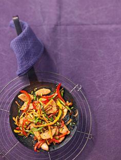 Hähnchenpfanne mit Kartoffelsticks und Paprika