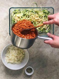 Como hacer espaguetis con carne picada. Una delicia que puedes preparar en un momento. #deliciousspanishfood #espaguetis #espiralesdeverduras #calabacín #queso #quesofundido #tomatefrito #espaguetisconespiralesdecalabacín #espaguetisalhorno #espaguetisgratinados #recetasana #vegetales #recetafácil Queso Fundido, Queso Manchego, Carne Picada, Pasta, Spanish Food, Blog, Recipes, Tomato Sauce, Vegetables